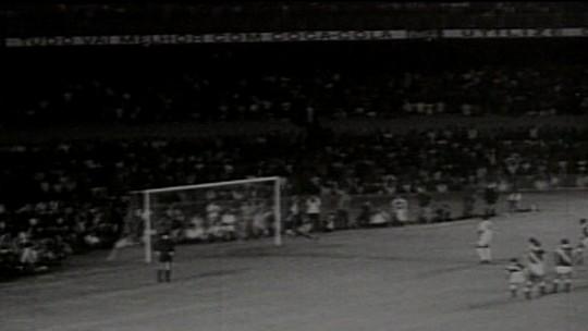 Morre Andrada, goleiro que levou o milésimo gol de Pelé