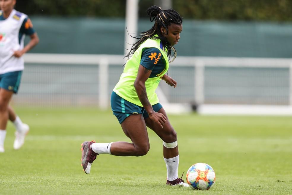 Ludmilla no treino da seleção brasileira em Lille — Foto: Rener Pinheiro / MoWA Press