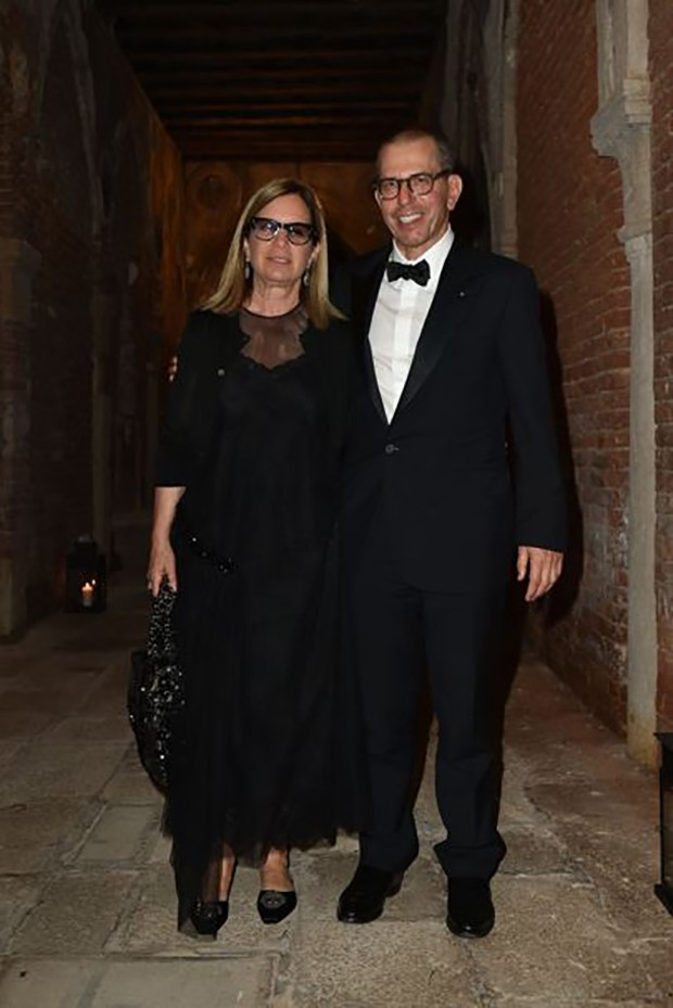 "Jonathan Newhouse (right), Chairman and CEO of Condé Nast International, with his wife Ronnie at the ""Chaos and Creation"" afterparty (Foto: Divulgação)"