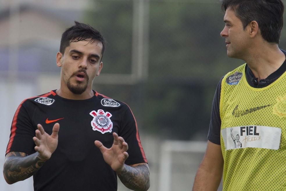 Fagner, à esquerda, é quem mais jogou depois de Dani Alves (Foto: Daniel Augusto Jr/Ag.Corinthians)