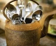 Listamos 25 maneiras charmosas de dispor talheres na mesa