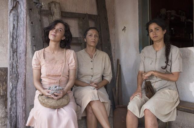 Marjorie Estiano, Cyria Coentro e Nanda Costa em 'Entre irmãs' (Foto: TV Globo)