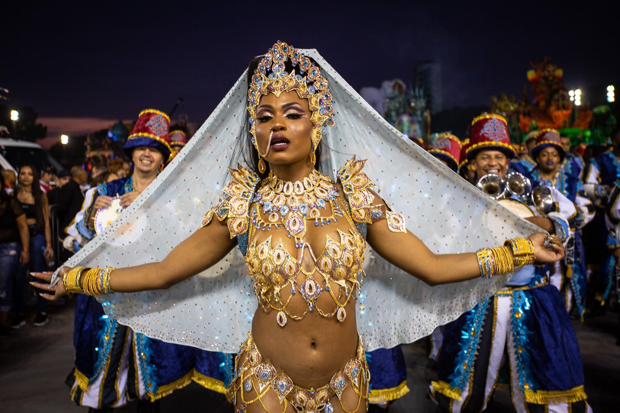Desfile de Império de Casa Verde; veja FOTOS