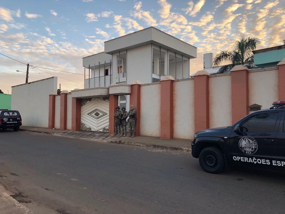 Pastor foi preso em uma casa de luxo onde mora em Goianésia, Goiás (Foto: Polícia Civil/Divulgação)