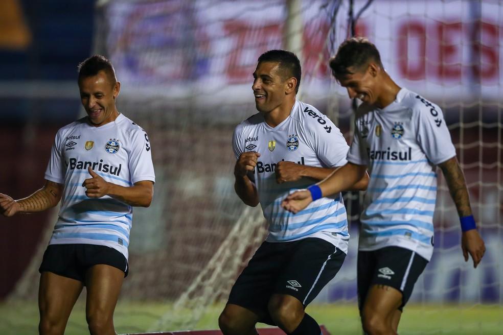 Rafinha, Diego Souza e Ferreira em vitória do Grêmio — Foto: Lucas Uebel/Grêmio