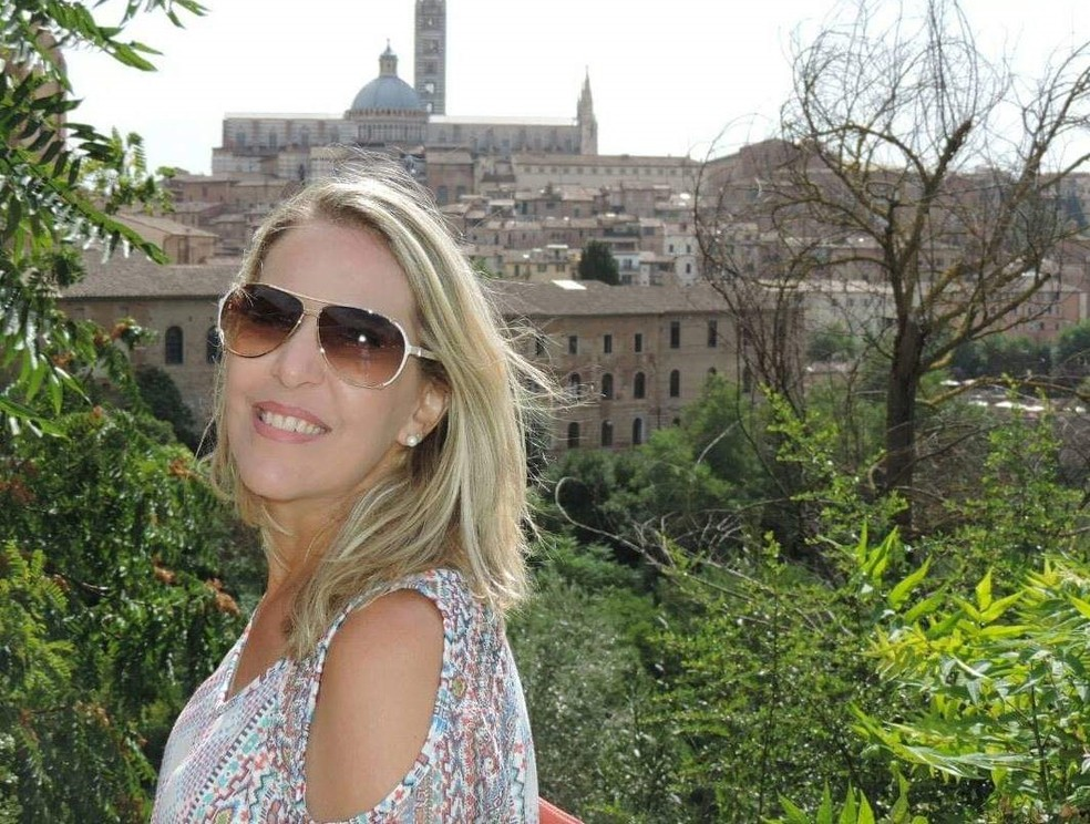 A contadora Giselle Ribeiro em Siena, na Itália: passagens aéreas para a Europa foram compradas com pontos de milhagem — Foto: Acervo pessoal