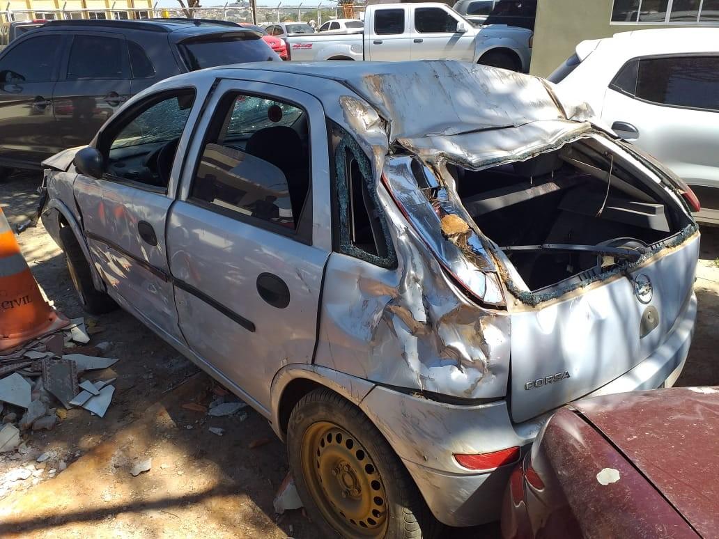 Briga de trânsito termina com capotamento, tiro e motoristas presos em Ponta Grossa