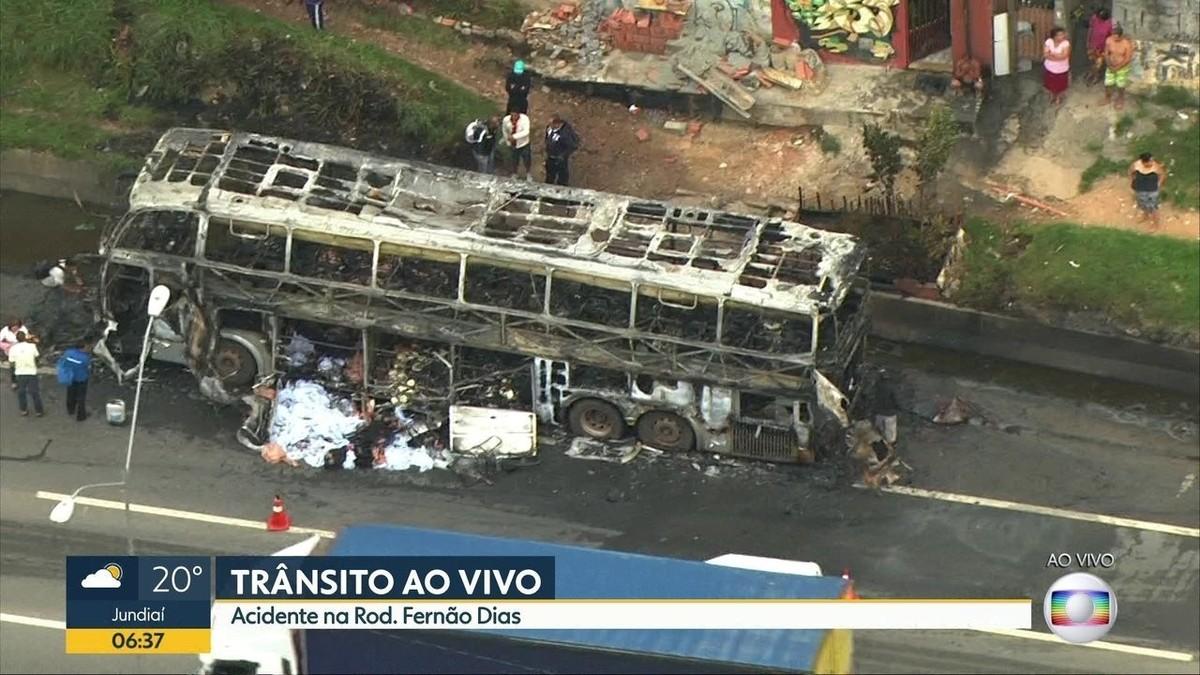 Pane elétrica provoca incêndio em ônibus na Rodovia Fernão Dias em Guarulhos