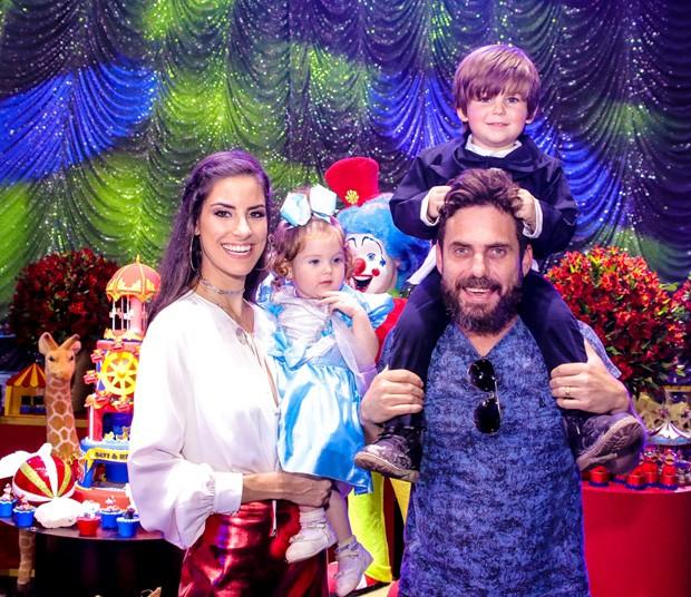 Hudson e Thayra Machado celebram aniversário de Davi e Helena (Foto: Thiago Duran/AgNews)