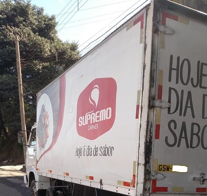 Carga de 2,7 toneladas de carne é recuperada pela Polícia Militar em Belo Horizonte