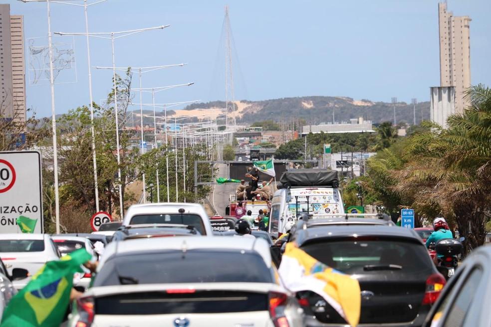 Carreata de recepção a Italo Ferreira segue pelas principais vias da Zona Sul de Natal — Foto: Augusto César Gomes/GE