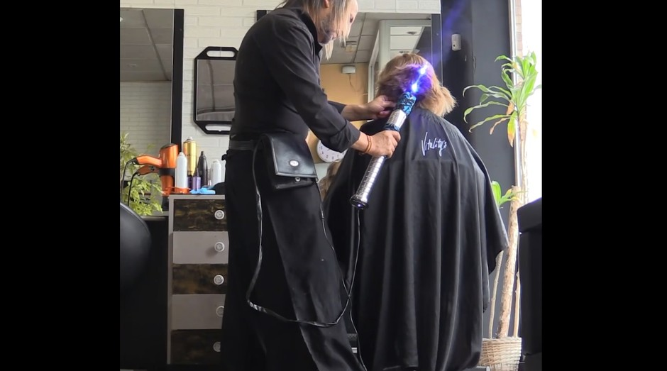 Sabre de luz cabelo  (Foto: Reprodução/Facebook)