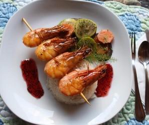 Sem glúten e lactose: aprenda receita de camarão ao molho de pitaya