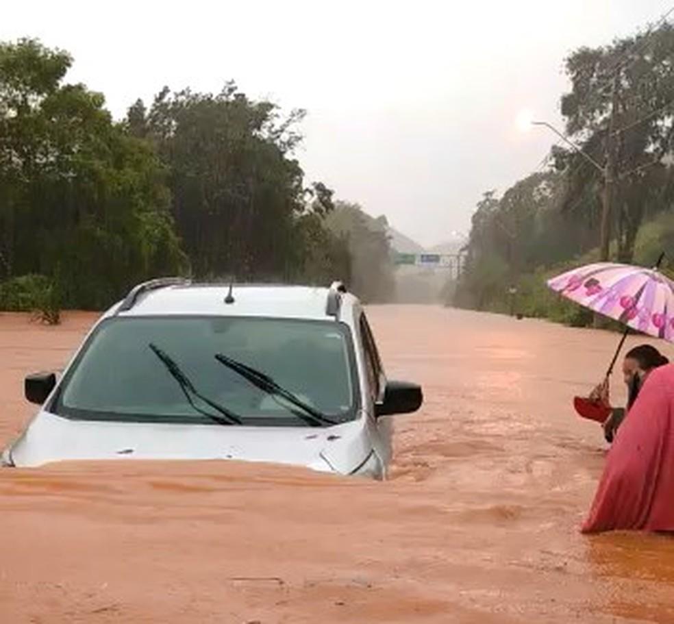 Região de Santa Leopoldina foi tomada pela água — Foto: VC no ES1
