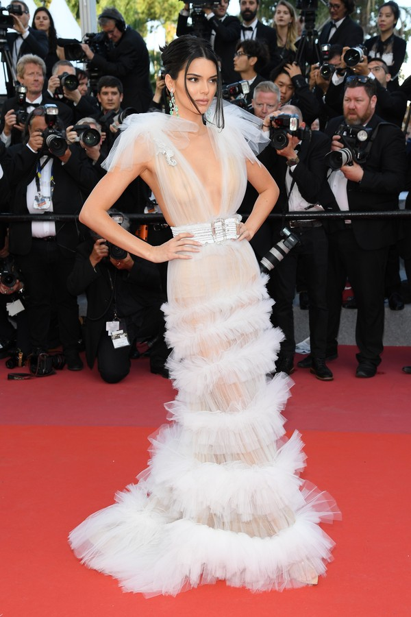 Kendall Jenner no tapete vermelho de Girls Of The Sun , no Festival de Cannes (Foto: Getty)