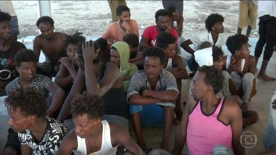 Naufrágio perto da Líbia pode ser pior com refugiados registrado este ano no Mediterrâneo