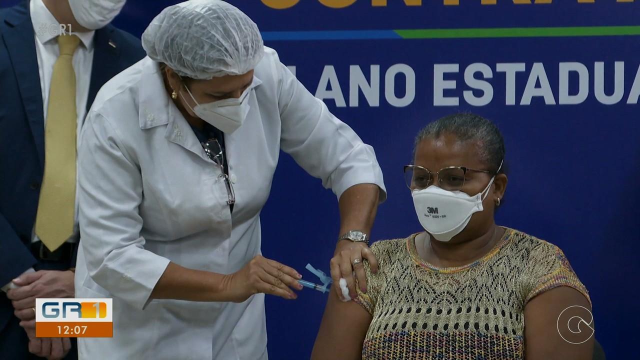 Primeiras doses da vacina contra Covid-19 são aplicadas em Recife