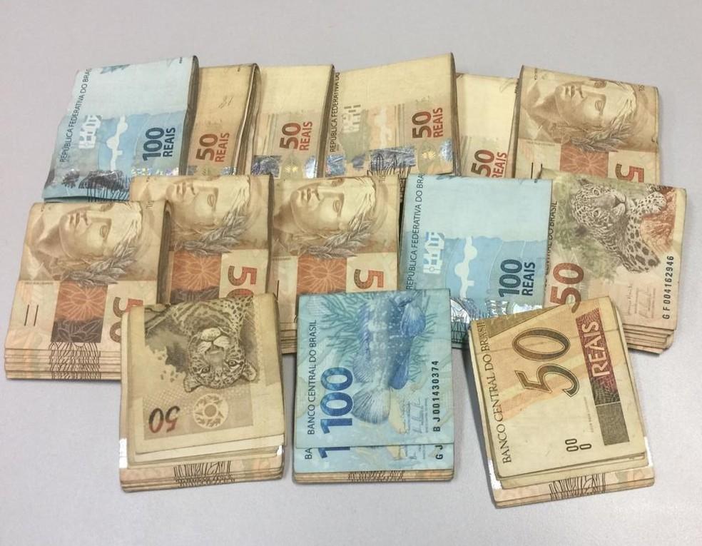 Dinheiro foi apreendido pela polícia em Araçariguama — Foto: Arquivo pessoal