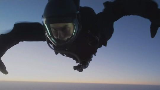 Tom Cruise dispensa dublê e encara salto de 7,6 mil metros
