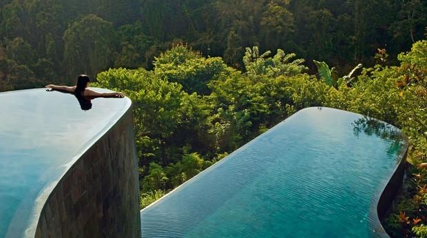 Hotel em Bali tem vários andares e uma linda visão das florestas da ilha (Foto: Getty Images)