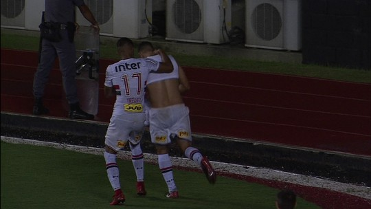 Gol do São Paulo! Lucas Fernandes cruza na medida e Diego Souza amplia, aos 39 do 2º