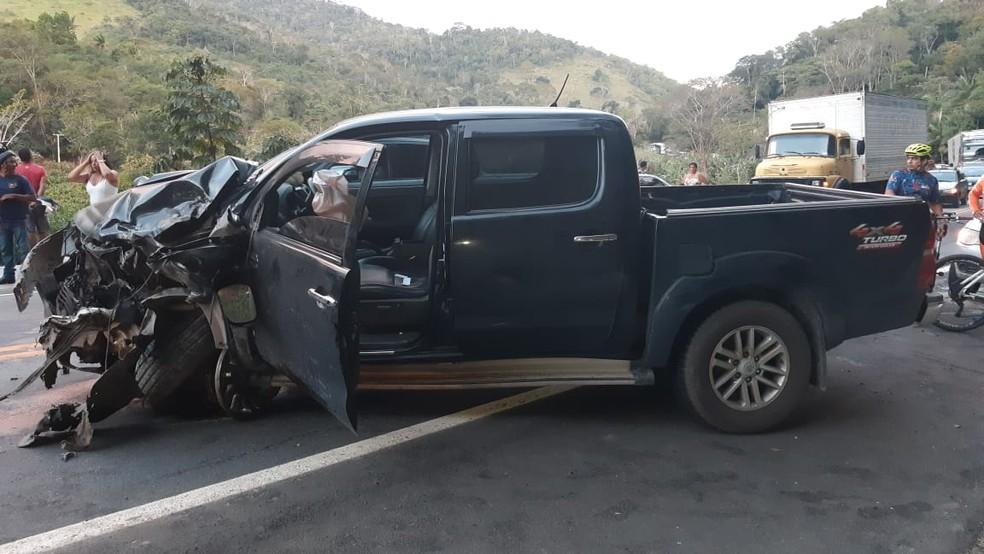Colisão entre caminhonete e carro deixa um morto de dois feridos na Bahia — Foto: Blog Marcos Frahm