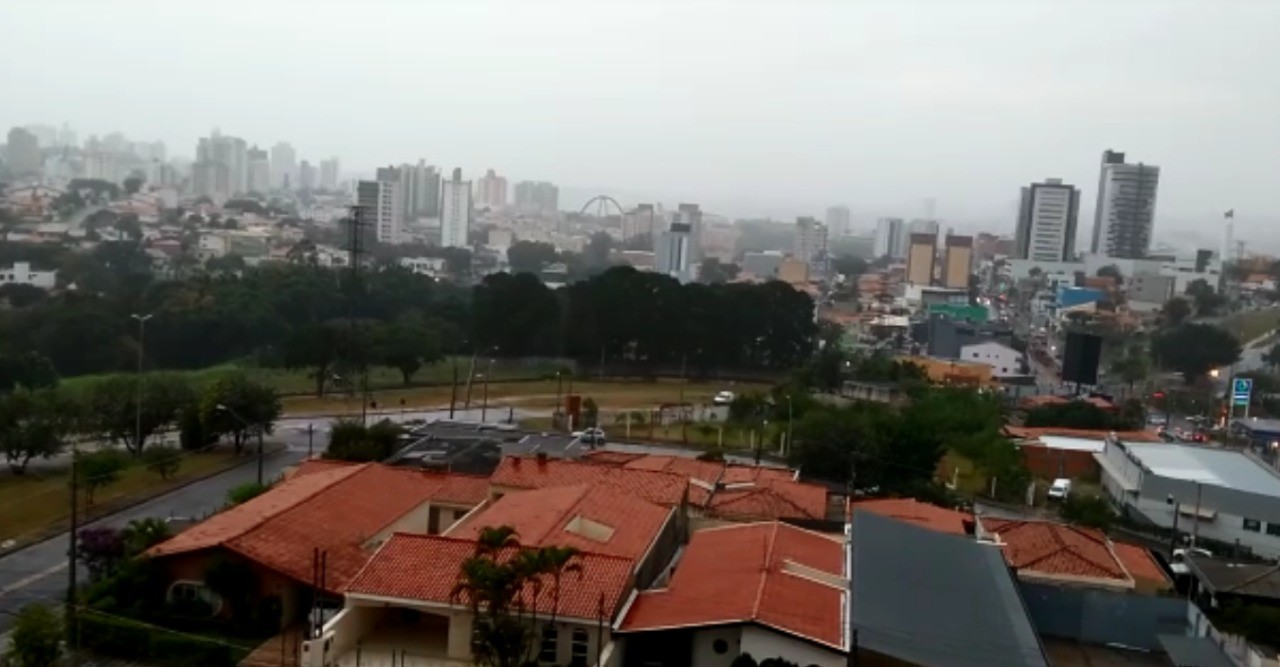 Sorocaba registra chuva após quase um mês de tempo seco