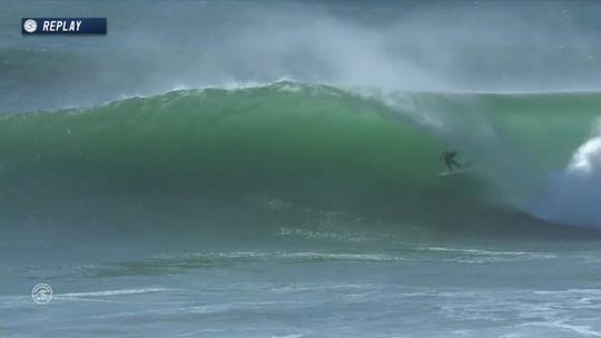 Mick Fanning pega belo tubo e iguala melhor nota do dia, 9.0 em Portugal