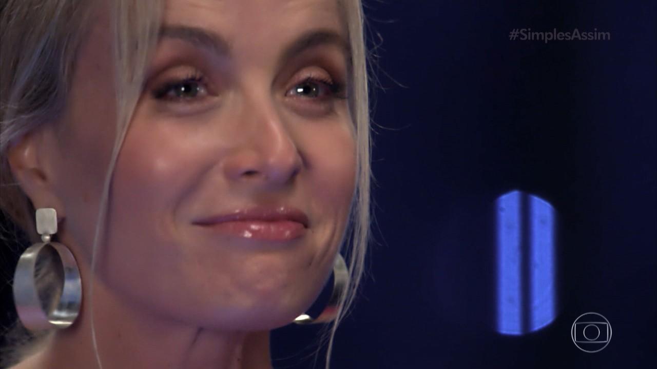 Angélica se surpreende com um telefonema inesperado