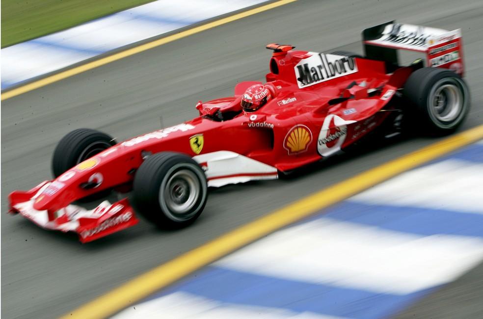 Michael Schumacher fez história à frente da Ferrari — Foto: Getty Images