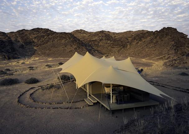 Um das luxuosas tendas do Hoanib Skeleton Coast Camp (Foto: Divulgação)