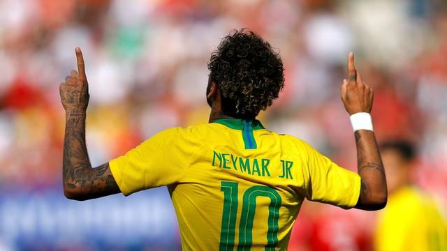 Neymar comemora gol contra a Áustria