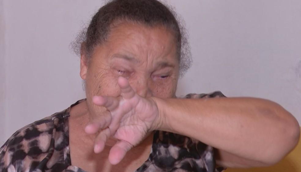 Mãe se emocionou ao falar da agressão contra a filha em Itapuí  — Foto: TV TEM / Reprodução