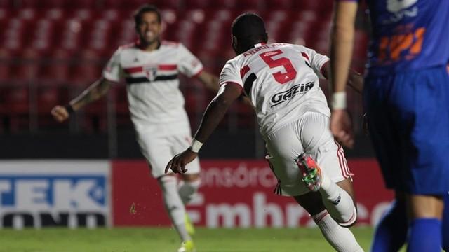 Arboleda comemora gol do São Paulo