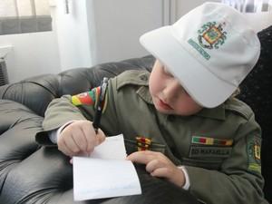Soldado Rafaella Trindade, farda, Brigada Militar, autismo, autista, QG, multa (Foto: Igor Grossmann/G1)