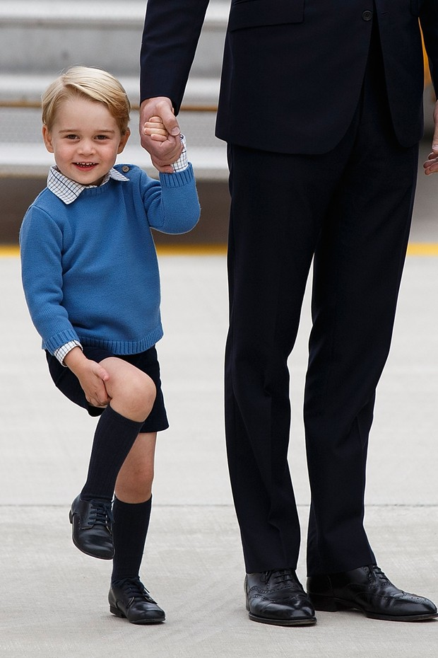 Suéter é peça-chave no guarda-roupa do pequeno príncipe (Foto: Getty Images)