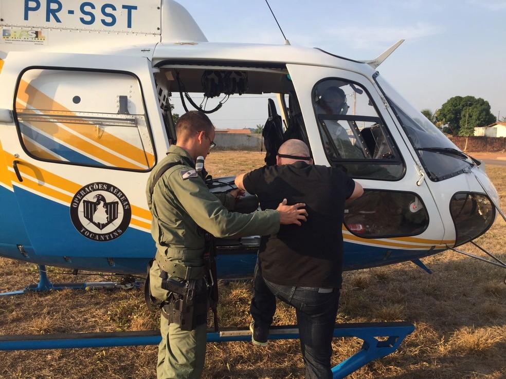 Suspeito foi transferido por helicóptero para Araguaína (Foto: Polícia Civil/Divulgação)