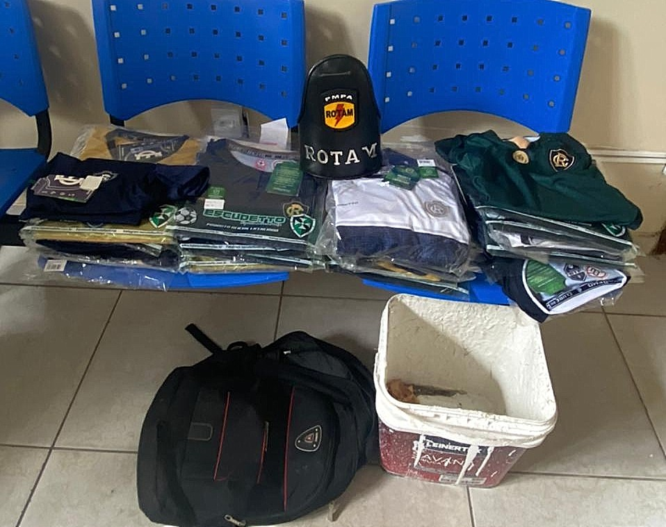 PM prende dupla suspeita de furtar 36 camisas de loja do Clube do Remo, em Belém