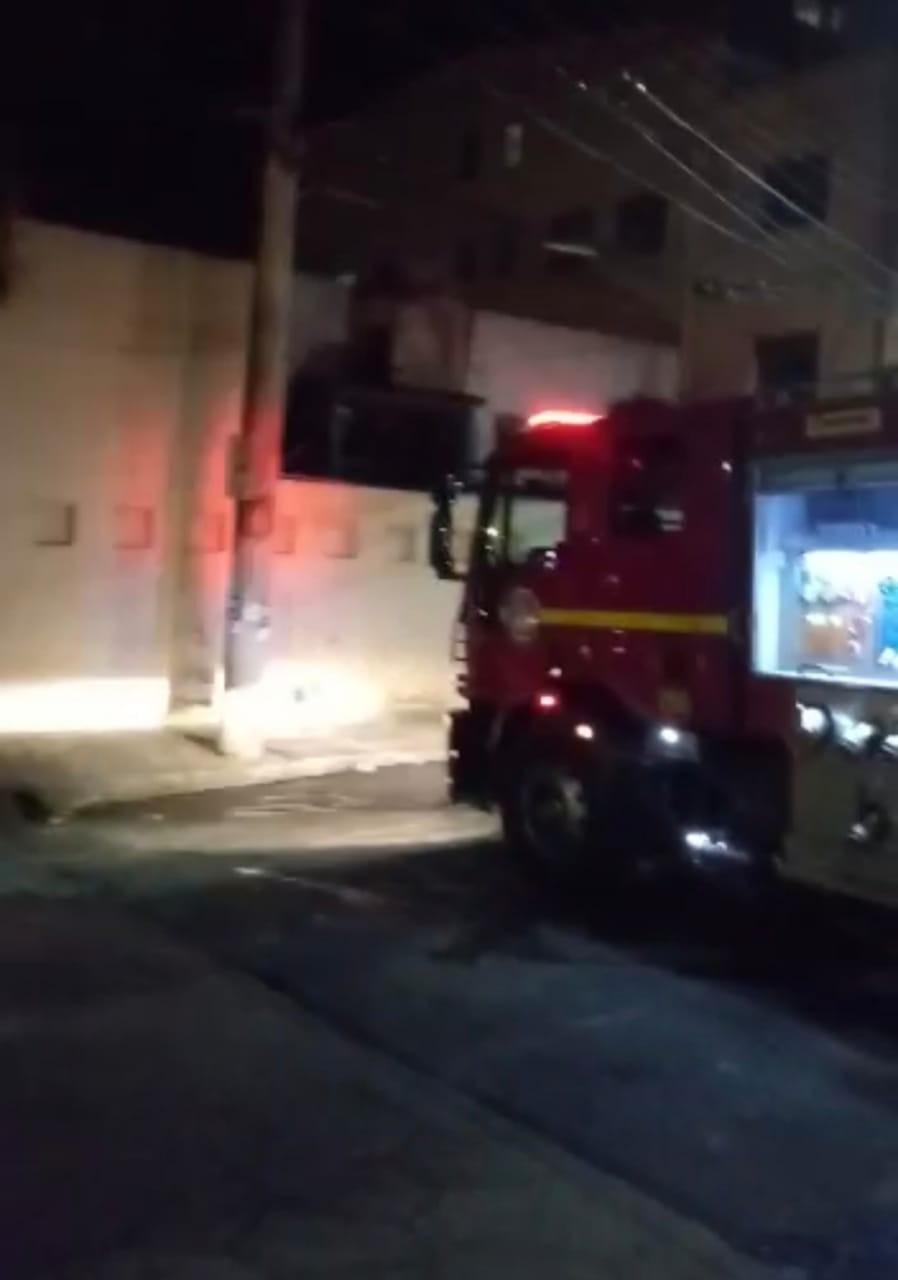 Incêndio atinge churrascaria em Contagem neste domingo