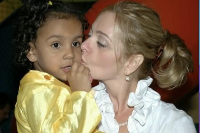 Alexandra Richter com a filha Gabriela ainda pequena  (Foto: Reprodução)
