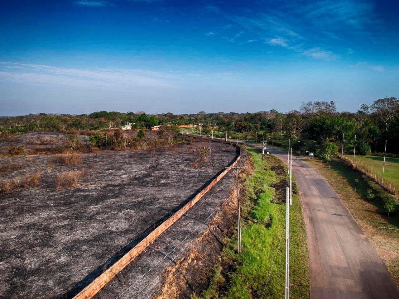 Imagens mostram impacto de queimadas dentro de área de proteção ambiental em Rio Branco