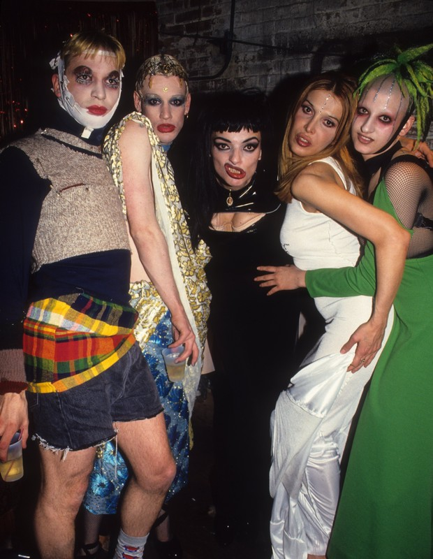 Michael Alig (esq) na cena clubber, nos anos 1990 (Foto: Getty Images)