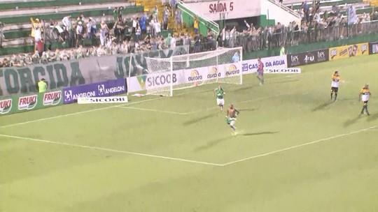 """Atrapalhado pelo temporal, Doriva reclama de gol anulado do Criciúma: """"Muda o jogo"""""""