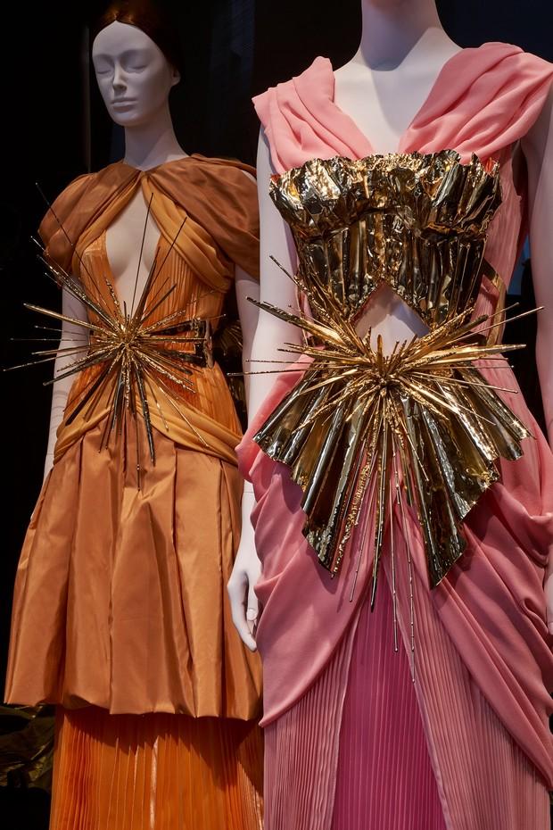 Por dentro da exposição Heavenly Bodies, do Met (Foto: Reprodução/Vogue.com)