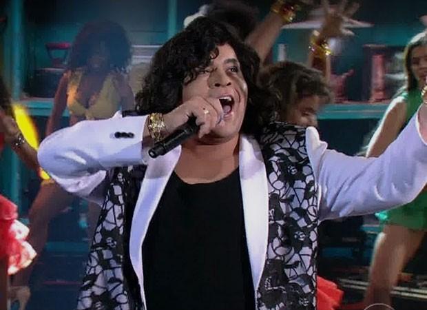 Tiago Abravanel como Sidney Magal (Foto: Reprodução)