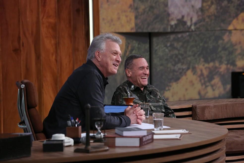 A filha do general contou que tipo de música o pai gosta (Foto: TV Globo)