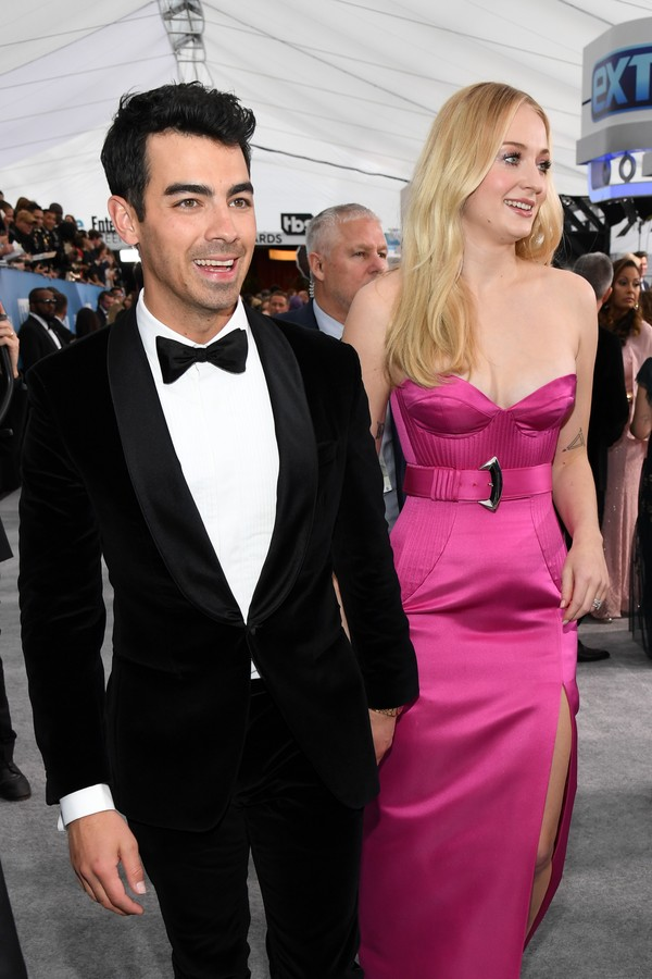 LOS ANGELES, CALIFORNIA - JANUARY 19: (L-R) Joe Jonas and Sophie Turner attend the 26th Annual Screen Actors Guild Awards at The Shrine Auditorium on January 19, 2020 in Los Angeles, California. 721336 (Photo by Kevin Mazur/Getty Images for Turner) (Foto: Getty Images for Turner)