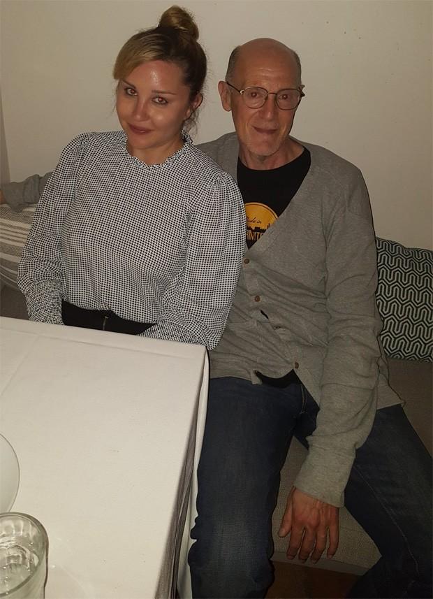Amanda Bynes e o produtor Neil Meron (Foto: Reprodução/Twitter)