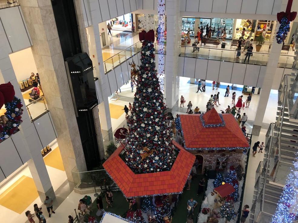 Decoração natalina em shopping de Natal  — Foto: Augusto César Gomes/G1