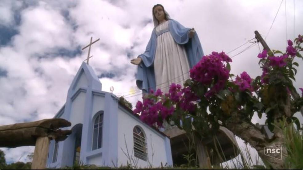Estátua tem quase 25 metros (Foto: Reprodução/NSC TV)
